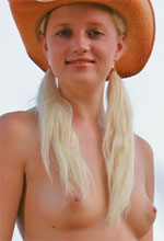 David-Nudes - Stunning blonde babe wearing only a cowboy hat